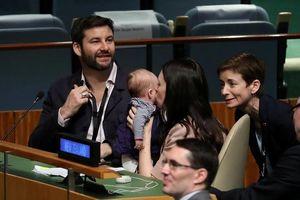 Thủ tướng New Zealand 'gây sốt' khi đem con gái 3 tháng tuổi tới LHQ