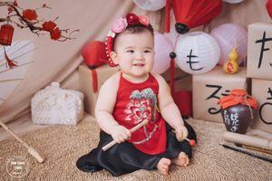 Bộ ảnh trung thu của cô bé 7 tháng tuổi người lai khiến các mẹ phát cuồng