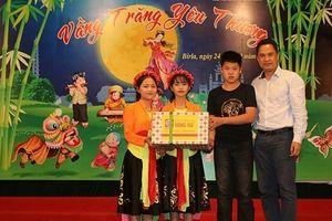 Văn phòng phẩm Hồng Hà mang Tết Trung thu ấm áp tới Làng trẻ em Birla