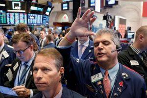 Chứng khoán Mỹ giảm điểm vì chiến tranh thương mại leo thang
