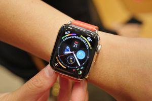 Apple Watch Series 4 bán 'chạy như tôm tươi'