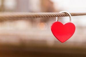 Khi yêu là bất chấp là hy sinh hết mình cho tình yêu: nên hay không?