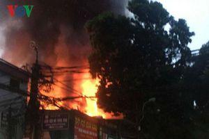 Nạn nhân vụ cháy gần viện Nhi: Mẹ già khóc thương con, lo cho cháu