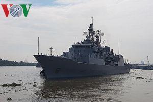 Cận cảnh tàu hộ vệ của New Zealand tại cảng Sài Gòn