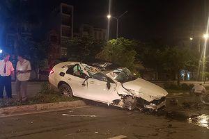 Mercedes lật nhiều vòng trên đường Điện Biên Phủ