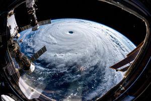 Siêu bão Trà Mi di chuyển khó lường, đe dọa Nhật Bản và Đài Loan