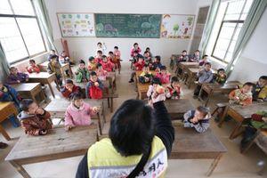 Cho học sinh ăn gạo mốc ở TQ: Lương tâm người thầy ở đâu?