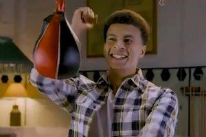 Không đá bóng, sao Tottenham học đòi Joshua tập Boxing
