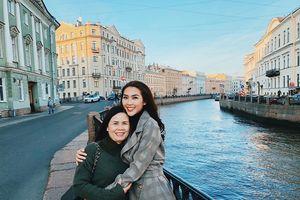 Hoa hậu Tường Linh đưa mẹ khám phá xứ Bạch Dương