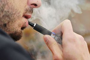 Mối lo 'đại dịch' nghiện thuốc lá điện tử ở người trẻ Mỹ