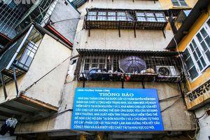Bên trong khu nhà 'nguy hiểm nhất' Hà Nội