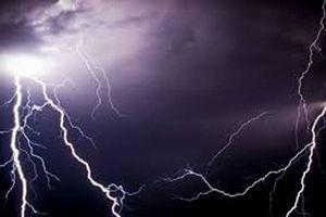 Cảnh báo dông, lốc, sét, mưa lớn diện rộng ở Trung Bộ