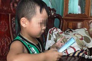 Báo nước ngoài 'choáng' với khả năng 'bắn tiếng Anh như gió' của bé trai 5 tuổi người Việt