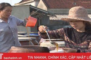 Làng chế biến nước mắm nổi tiếng Hà Tĩnh lại 'lên hương' sau 'bão'