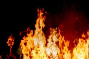 Hàng trăm người đối phó với đám cháy tại trung tâm chợ xã Mỹ Quới, Sóc Trăng