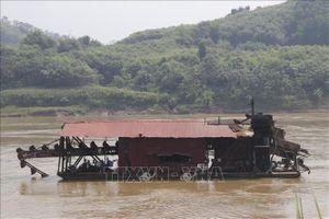 Tàu hút khoáng sản gây sạt lở nghiêm trọng bờ sông Hồng đoạn qua Văn Yên, Yên Bái