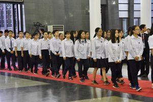 Hơn 700 học sinh trường THPT Chu Văn An vào viếng Chủ tịch nước