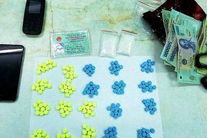 Bắt quả tang 'trùm ma túy' đang vận chuyển số lượng lớn thuốc lắc và ma túy đá lớn nhất Bình Thuận