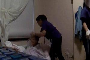 Phẫn nộ clip nhân viên viện dưỡng lão đối xử thô bạo với cụ bà bị sa sút trí tuệ
