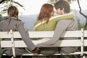 Tình yêu... 'đa phương' lơ lửng luôn có cái kết 'đắng lòng'