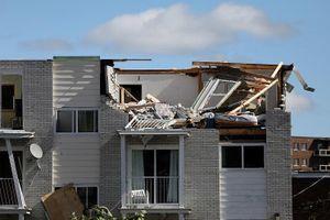 Sức tàn phá dữ dội của cơn lốc xoáy (vòi rồng) ở Canada