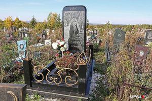 Bia mộ của thiếu nữ qua đời bí ẩn được làm bằng iPhone