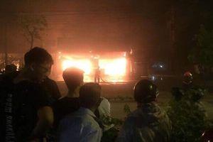 Đang nhậu tưng bừng, thực khách tá hỏa bỏ chạy vì cháy