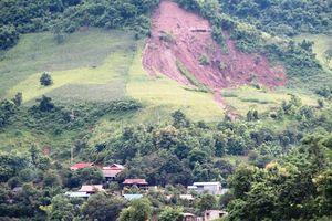 Nguy cơ lở núi vùi lấp bản vùng cao