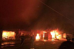NÓNG: Cháy lớn dãy nhà ở Hoài Đức, Hà Nội