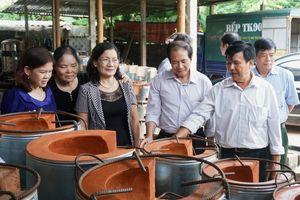 'Bếp đun cải tiến' được xét tặng 'Giải thưởng Nhân tài Đất Việt trong lĩnh vực khuyến học, khuyến tài'