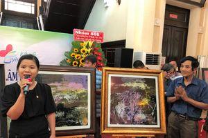 Họa sĩ Đoàn Việt Tiến lập kỷ lục vẽ tranh trên kính