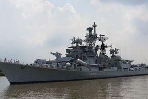 Cận cảnh khu trục hạm Ấn Độ thăm TP.HCM