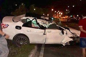 Tai nạn xe sang: Mercedes E250 tiền tỷ tan nát sau va chạm ở TP HCM