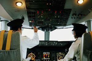 Hành khách vào thẳng buồng lái máy bay để… sạc điện thoại