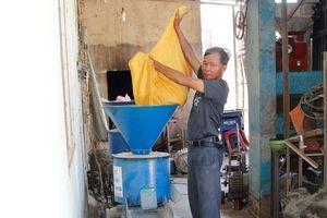 Ninh Thuận: 'Kỹ sư chân đất' chế tạo thành công máy bóc vỏ lụa và mày hạt ngô