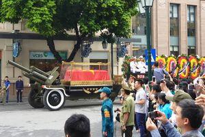 Người Hà Nội tiễn đưa Chủ tịch nước Trần Đại Quang