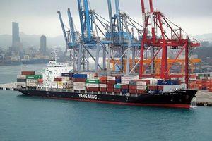 Vận tải biển chưa hết khó, lương thuyền viên thua chạy Grab