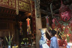 Xôn xao chuyện câu đối cổ tại chùa thiêng bị đánh tráo