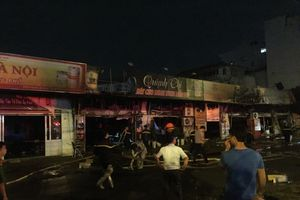 Hà Nội: Cháy lớn tại Hoài Đức, nhiều ngôi nhà bị thiêu rụi