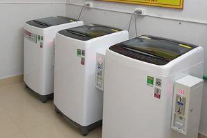 Có nơi đâu hào phóng như trường Đại học này - Sắm hẳn máy giặt, sấy phục vụ sinh viên ở Ký túc xá
