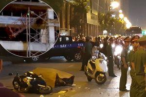 Thanh sắt giàn giáo rơi xuống đường Lê Văn Lương khiến cô gái trẻ tử vong: Hiện trường đầy thương tâm