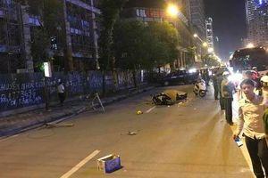 Hà Nội: Thanh sắt từ công trình xây dựng rơi xuống đường, 1 người tử vong tại chỗ