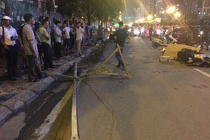 Hà Nội: Khung sắt rơi từ công trình đang xây dựng làm chết người đi đường