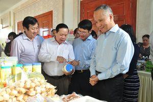 Doanh nghiệp Việt Nam - Lào giới thiệu sản phẩm, kết nối giao thương