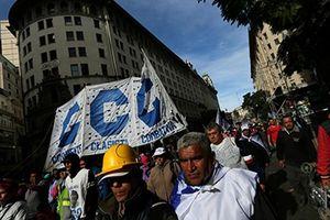Mỹ Latinh: Bong bóng nợ chực phát nổ