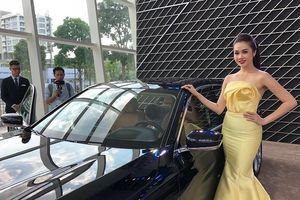 Hàng loạt xe sang cùng người đẹp 'đổ bộ' Sài Gòn