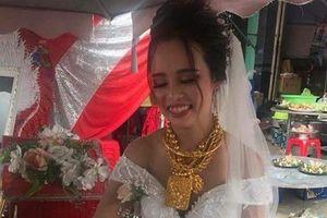 Cô dâu đeo 129 cây vàng: Rể lấy lại vàng về quê