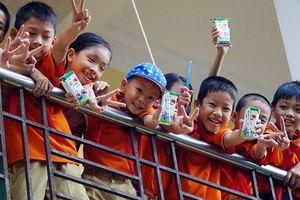 Băn khoăn chương trình sữa học đường