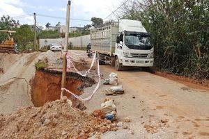 Sạt lở nghiêm trọng tuyến đường đi Suối Vàng - Đà Lạt