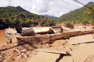 Bất thường lũ lụt miền Tây xứ Nghệ